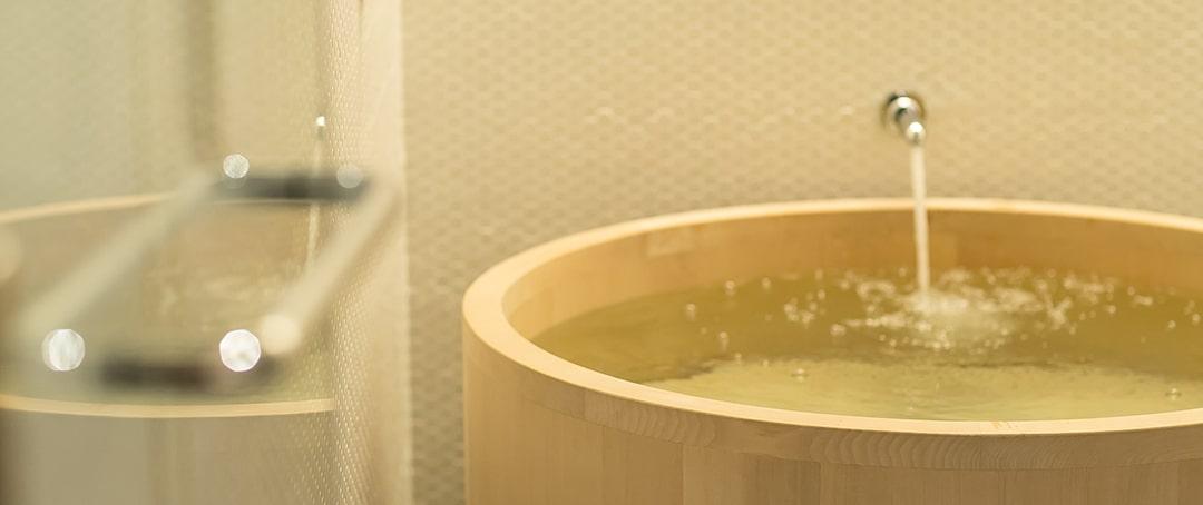 ヒバの木の浴槽
